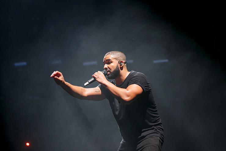 Drake performs at the New Look Wireless Birthday Party at Finsbury Park on June 28, 2015 in London, England.