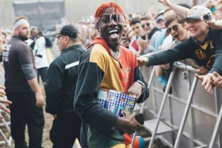 Lil Yachty handing out sandwiches to fans at Coachella.