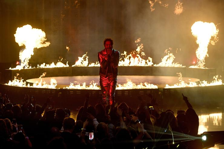 Post Malone performs onstage during the 2018 American Music Awards at Microsoft Theater on October 9, 2018 in Los Angeles, California